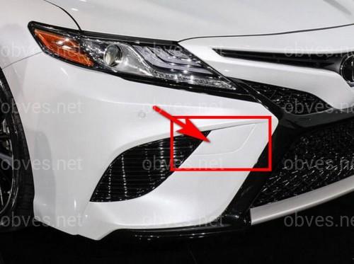 Заглушка бампера (буксира) правая Toyota Camry 70 SE / XSE 2017-